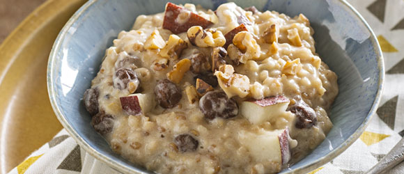 Slow-Cooker Oatmeal with Pears & Walnuts