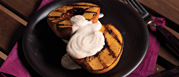 Grilled Peaches with Cinnamon Sauce