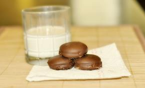 Chocolate Dipped Nilla Wafer Peanut Butter Sandwiches